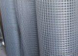Ponthegesztett háló horganyzott vashuzalból, 13 x 13 mm szemméret, 100 cm magas, 0,8 mm-es huzalvastagság, 50 fm / tekercs